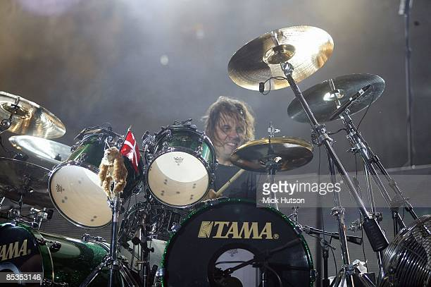 PARK Photo of Dave LOMBARDO and METALLICA Dave Lombardo performing live onstage