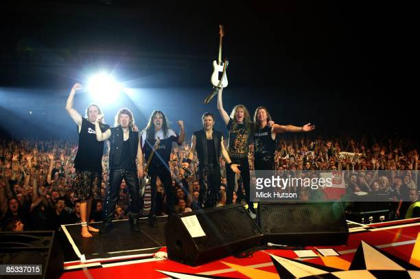 FORUM Photo of Dave MURRAY and Janick GERS and Bruce DICKINSON and Adrian SMITH and Steve HARRIS and Nicko McBRAIN and IRON MAIDEN LR Nicko McBrain...