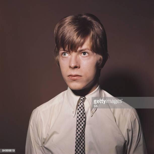 Photo of David BOWIE Davie Jones posed portrait c1965