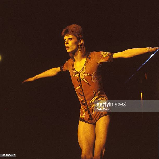 Photo of David BOWIE, performing live onstage at final Ziggy Stardust concert