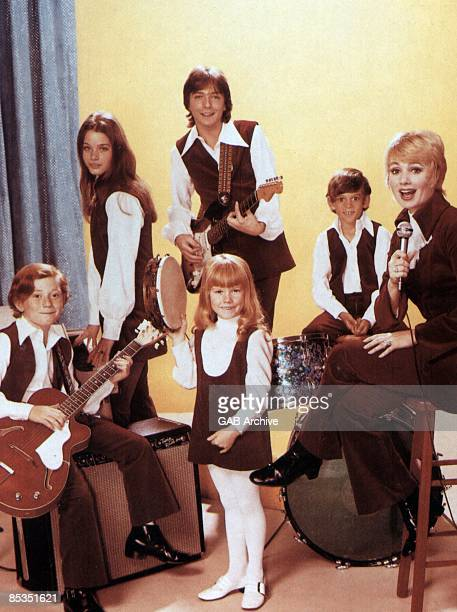 Photo of David CASSIDY and PARTRIDGE FAMILY Group portrait circa 1972 Danny Bonaduce Susan Dey David Cassidy Brian Forster Shirley Jones and Suzanne...