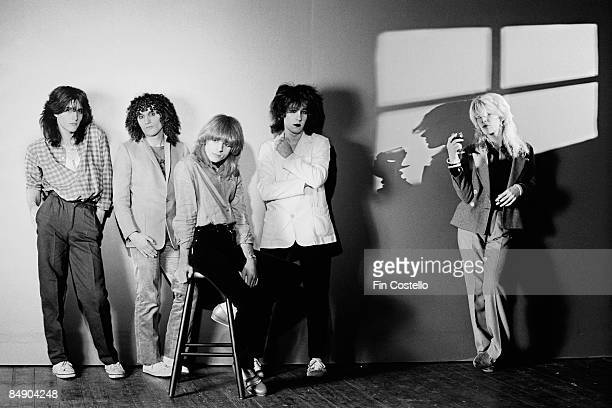 Photo of David SYLVIAN and JAPAN and Mick KARN and Richard BARBIERI and Rob DEAN and Steve JANSEN Posed studio group portrait LR Richard Barbieri Rob...