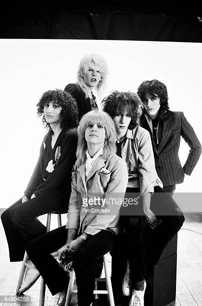 Photo of David SYLVIAN and JAPAN and Mick KARN and Richard BARBIERI and Rob DEAN and Steve JANSEN Posed studio group portrait LR Rob Dean David...