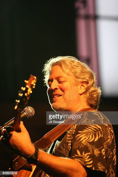 Photo of Dean FRIEDMAN performing live onstage