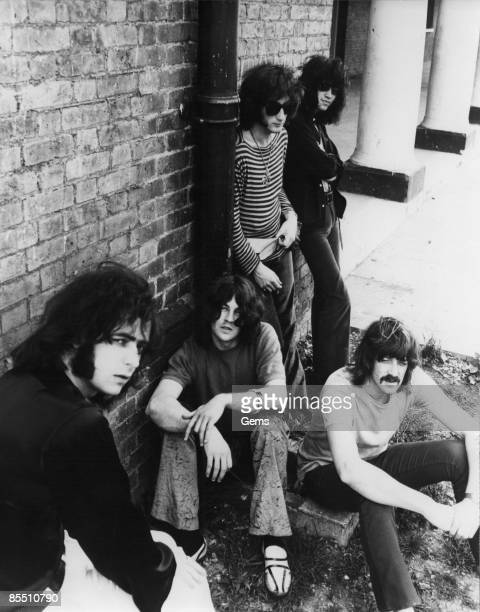 CENTRE Photo of DEEP PURPLE and Roger GLOVER and Ritchie BLACKMORE and Jon LORD and Ian PAICE and Ian GILLAN LR Roger Glover Ian Paice Ritchie...