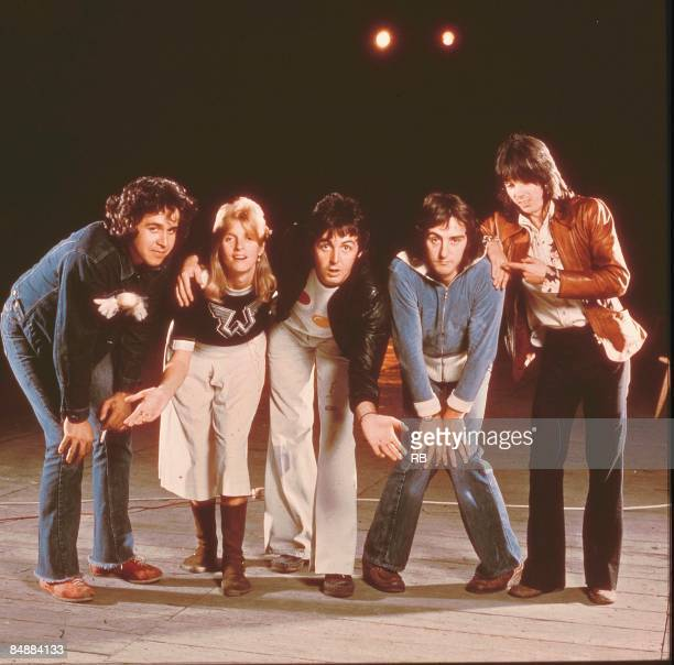 Photo of Denny LAINE and Linda McCARTNEY and Joe ENGLISH and Paul McCARTNEY and WINGS and Jimmy McCULLOCH LR Joe English Linda McCartney Paul...