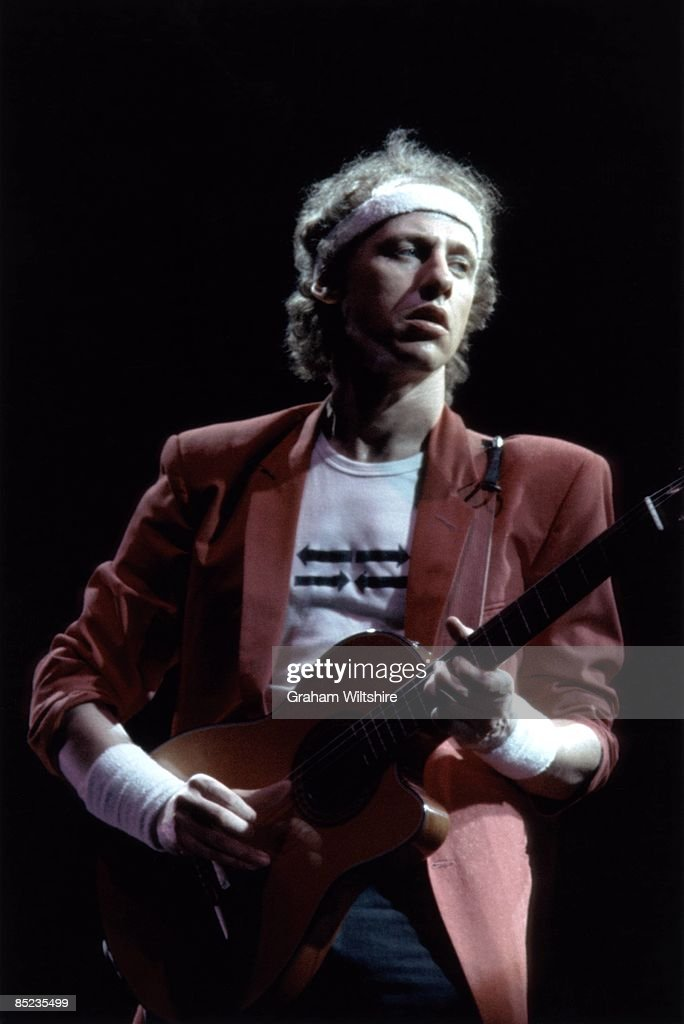 Photo of DIRE STRAITS and Mark KNOPFLER : News Photo