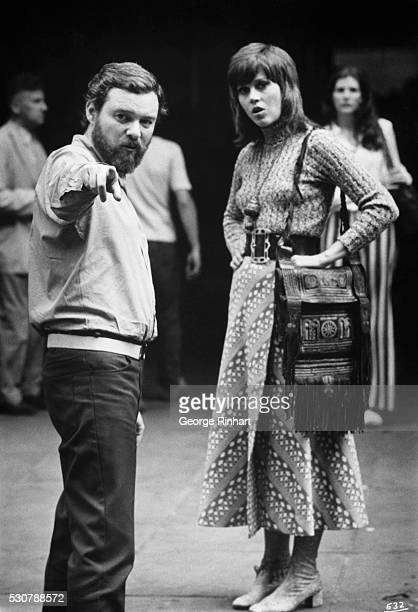 Photo of director Alan J Pakula giving instructions to leading actress Jane Fonda on the set of the film Klute