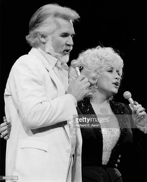 USA Photo of Dolly PARTON and Kenny ROGERS LR Kenny Rogers Dolly Parton