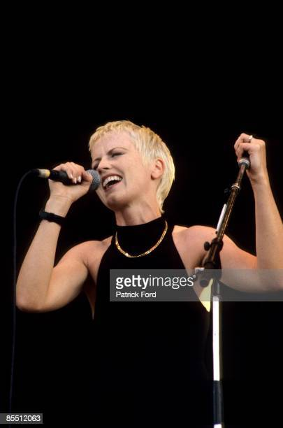 Photo of Dolores O'RIORDAN and CRANBERRIES, Dolores O'Riordan