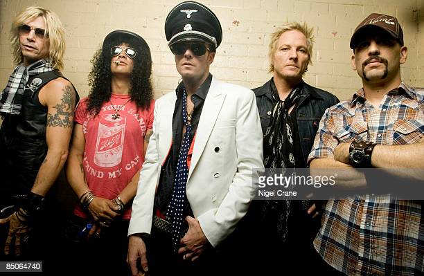 ACADEMY Photo of Duff McKAGAN and Scott WEILAND and SLASH and VELVET REVOLVER Group portrait LR Duff McKagan Slash Scott Weiland Matt Sorum and Dave...