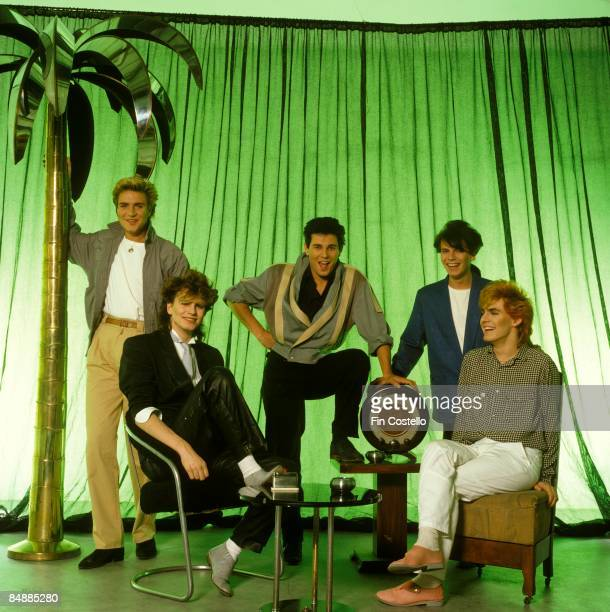 Photo of DURAN DURAN LR Simon Le Bon John Taylor Roger Taylor Andy Taylor Nick Rhodes posed studio group shot