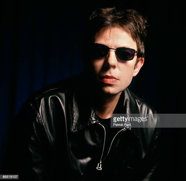 Photo of ECHO AND THE BUNNYMEN and Ian McCULLOCH Posed studio portrait of Ian McCulloch sunglasses