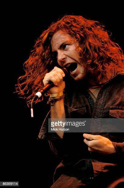 PARK Photo of Eddie VEDDER and PEARL JAM Eddie Vedder performing live onstage