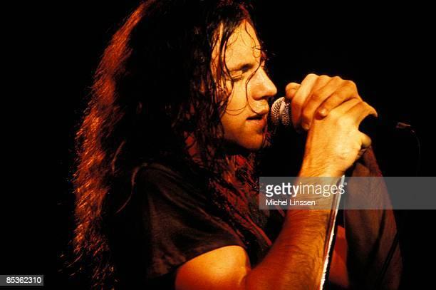 Photo of Eddie VEDDER and PEARL JAM Eddie Vedder performing live onstage