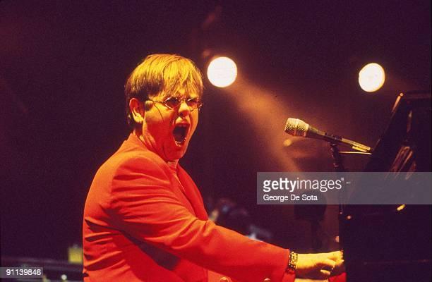 Photo of Elton JOHN Photo by George De Sota /Redferns