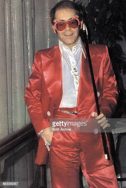 Photo of Elton JOHN Portrait of Elton John glasses and cane