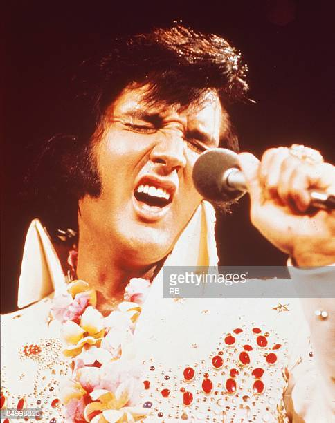 Photo of Elvis PRESLEY Elvis Presley performing live onstage at the 'Aloha from Hawaii' concert