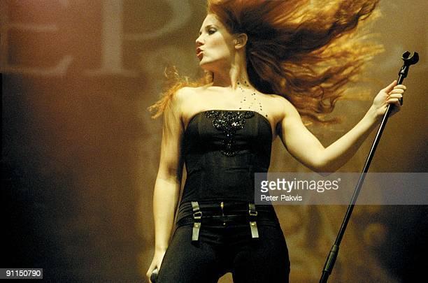 FESTIVAL Photo of EPICA Epica Lowlands Biddinghuizen Nederland 19 augustus 2006 Pop gothic zangeres Simone Simons met haar vuurrode haar en zwarte...