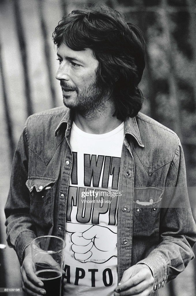 PALACE Photo of Eric CLAPTON, Eric Clapton backstage with drink