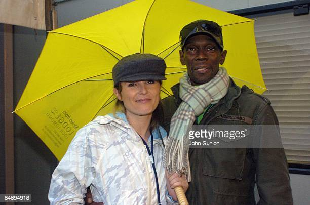 Photo of FAITHLESS and MAXI JAZZ and Sister Bliss Sister Bliss and Maxi Jazz posed under umbrella