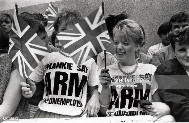 Photo of FANS and FRANKIE GOES TO HOLLYWOOD and 80'S STYLE and TEENAGERS Fans outside the TV studios
