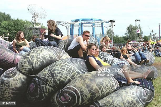 FESTIVAL Photo of FESTIVALS Sfeer Lowlands Biddinghuizen Nederland 19 augustus 2007 Pop op enkele opblaasbare rubberen reuzen wokkels liggen de...