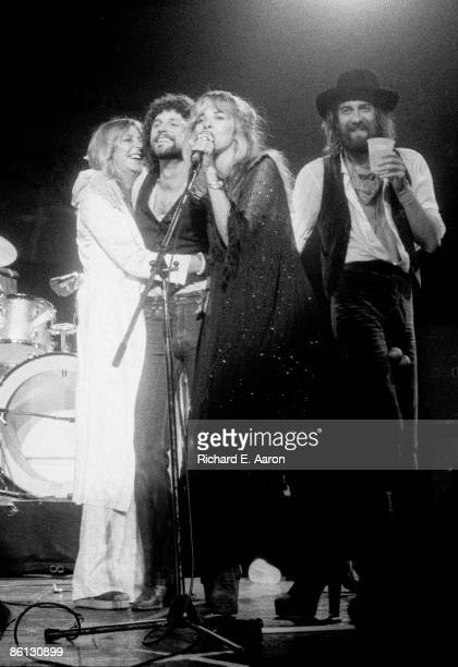 Photo of FLEETWOOD MAC and Christine McVIE and Lindsey BUCKINGHAM and Stevie NICKS and Mick FLEETWOOD LR Christine McVie Lindsey Buckingham Stevie...
