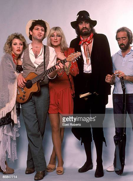Photo of FLEETWOOD MAC LR Stevie Nicks Lindsey Buckingham Christine McVie Mick Fleetwood John McVie posed backstage at Brendan Byrne