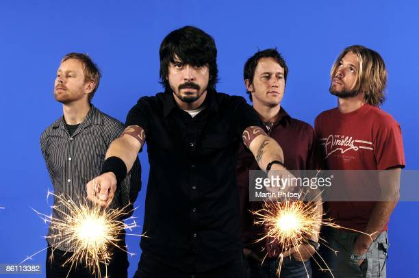 Photo of FOO FIGHTERS; Nate Mendel, Dave Grohl, Chris Shiflett, Taylor Hawkins