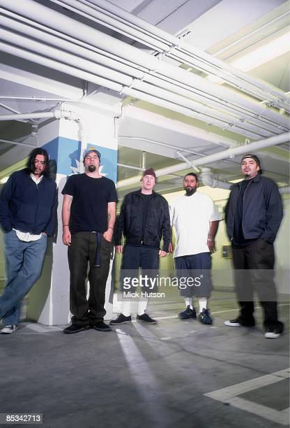 Photo of Frank DELGADO and Stephen CARPENTER and Chino MORENO and Chi CHENG and DEFTONES and Abe CUNNINGHAM Posed group portrait LR Chi Cheng Chino...