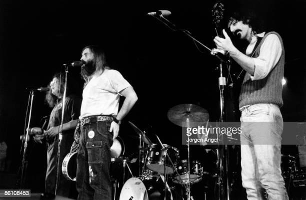 Photo of Frank ZAPPA ID# ZappaD 14 Frank Zappa November 21 1971 With Flo Eddie