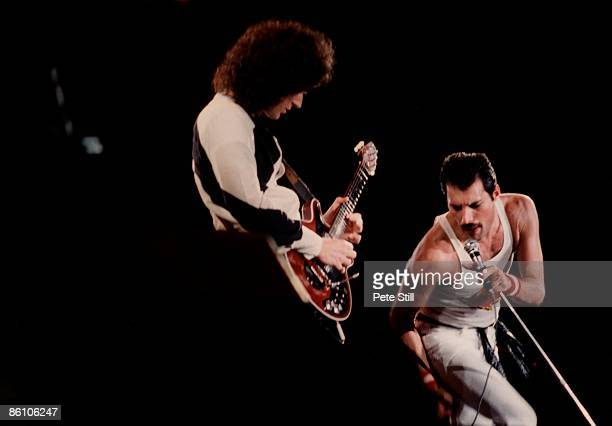 Photo of Freddie MERCURY and Brian MAY and QUEEN, Brian May and Freddie Mercury performing live on stage