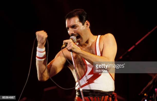 Photo of Freddie MERCURY and QUEEN; Freddie Mercury performing live on stage