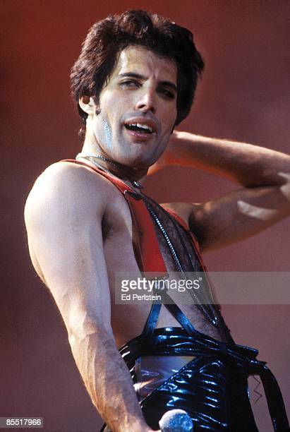 Photo of Freddie MERCURY and QUEEN Freddie Mercury performing live onstage