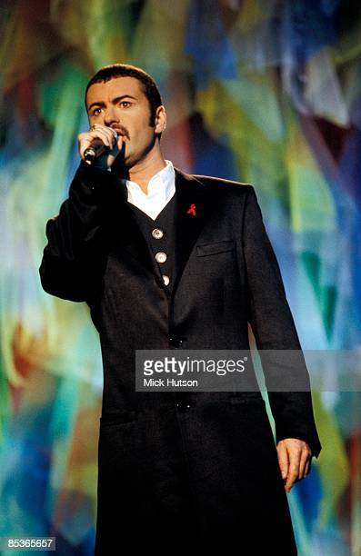 Photo of George MICHAEL At the MTV awards