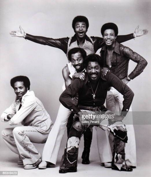 Photo of Glenn LEONARD and Dennis EDWARDS and Melvin FRANKLIN and Otis WILLIAMS and Richard STREET and TEMPTATIONS; Posed studio group portrait -...