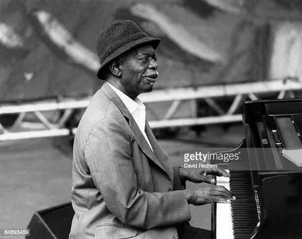 FESTIVAL Photo of Hank JONES Hank Jones performing on stage playing piano