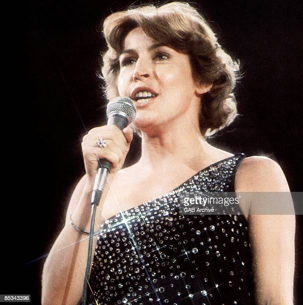 Photo of Helen REDDY; performing live onstage