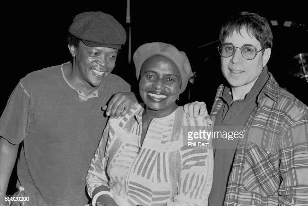 Photo of Hugh MASEKELA and Miriam MAKEBA and Paul SIMON LR Hugh Masekela Miriam Makeba Paul Simon