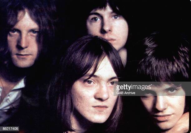 Photo of HUMBLE PIE LR Greg Ridley Steve Marriott Jerry Shirley Peter Frampton posed group shot
