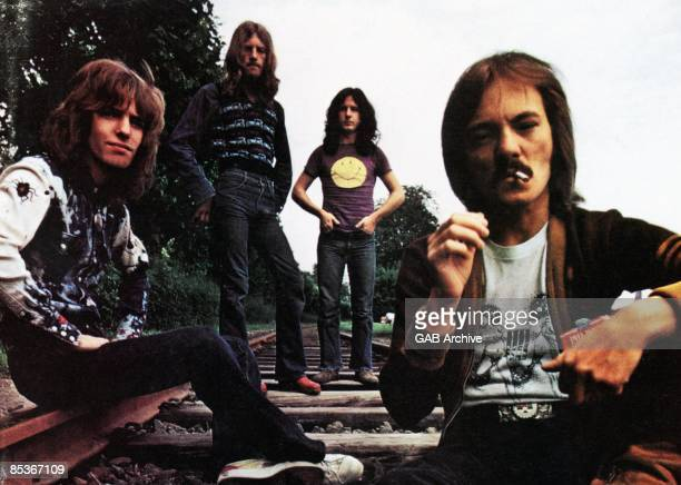 Photo of HUMBLE PIE LR Peter Frampton Greg Ridley Jerry Shirley Steve Marriott group shot posed