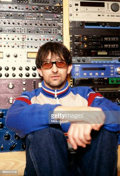 Photo of Ian BROUDIE and LIGHTNING SEEDS Posed portrait of Ian Broudie