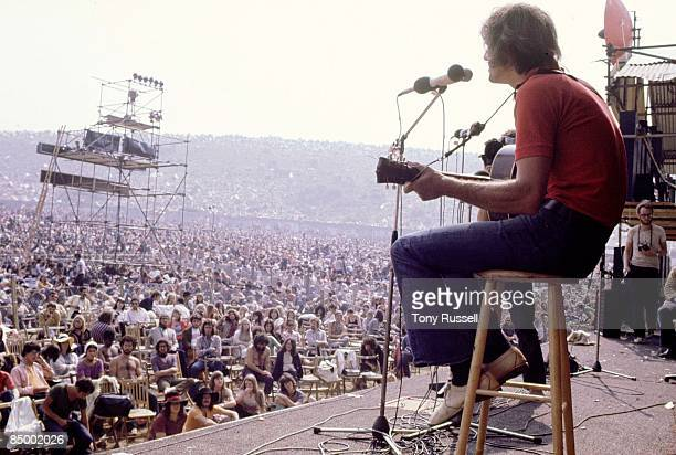 FESTIVAL Photo of ISLE OF WIGHT Ralph McTell onstage