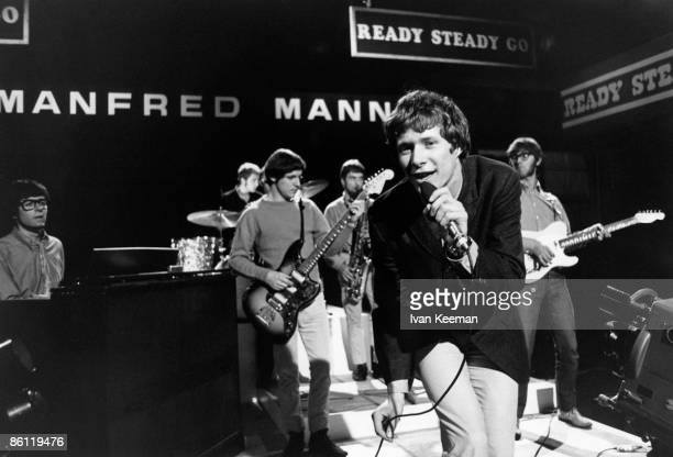 GO Photo of Jack BRUCE and MANFRED MANN L to R Manfred Mann Mike Hugg Jack Bruce Paul Jones Tom McGuinness performing at Wembley Studios