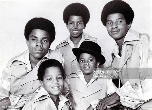 Photo of JACKSON FIVE and Tito JACKSON and Marlon JACKSON and Jermaine JACKSON and Michael JACKSON and Jackie JACKSON Posed studio group portrait LR...
