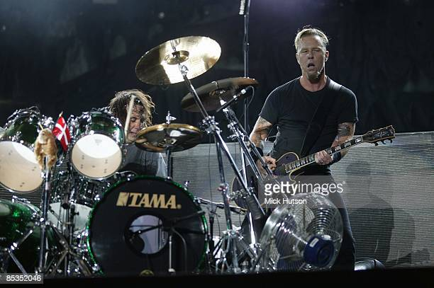 PARK Photo of James HETFIELD and Dave LOMBARDO and METALLICA Dave Lombardo and James Hetfield performing live onstage
