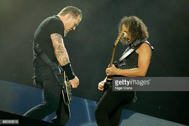 PARK Photo of James HETFIELD and Kirk HAMMETT and METALLICA James Hetfield Kirk Hammett performing live onstage