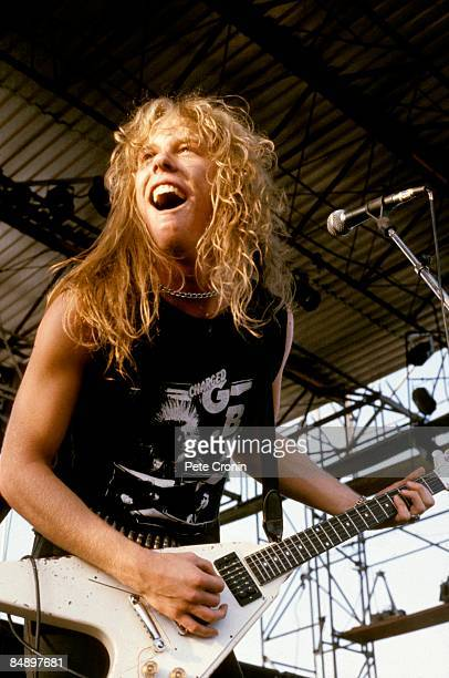 Photo of James HETFIELD and METALLICA James Hetfield performing live onstage playing Gibson Flying V guitar