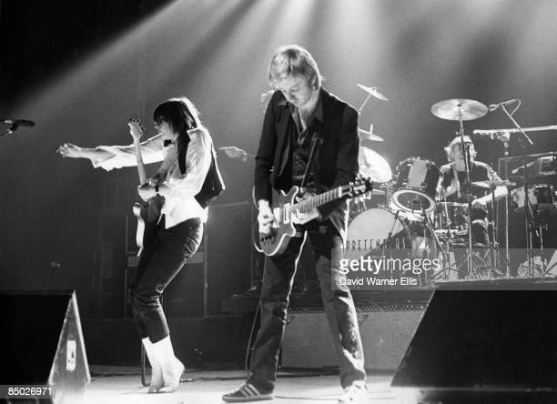 Photo of James HONEYMAN SCOTT and Chrissie HYNDE and PRETENDERS LR Chrissie Hynde James Honeyman Scott